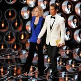 """""""Vertigo""""-Darstellerin Kim Novak und Matthew McConaughey überreichen den Oscar an den besten animierten Film. """"Frozen"""" gewinnt."""