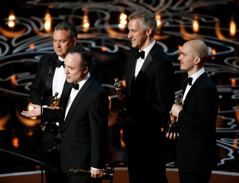 """Tim Webber, Chris Lawrence, Dave Shirk und Neil Corbould bekommen den Oscar für die besten visuellen Effekte im Film """"Gravity""""."""