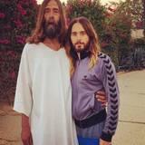 Jared Leto posiert mit einem Jesus-Lookalike.