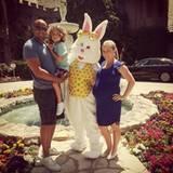 """Die schwangere Kendra Wilkinson besucht Ostern mit ihrer Familie die """"Playboy""""-Villa."""