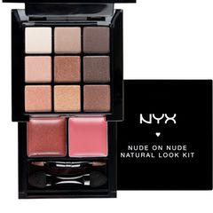 """Das """"Nude on Nude Natural Look Kit"""" mit Lidschatten und Lippenfarben passt in jede Clutch. Von NYX, ca. 12 Euro, nur bei Douglas"""