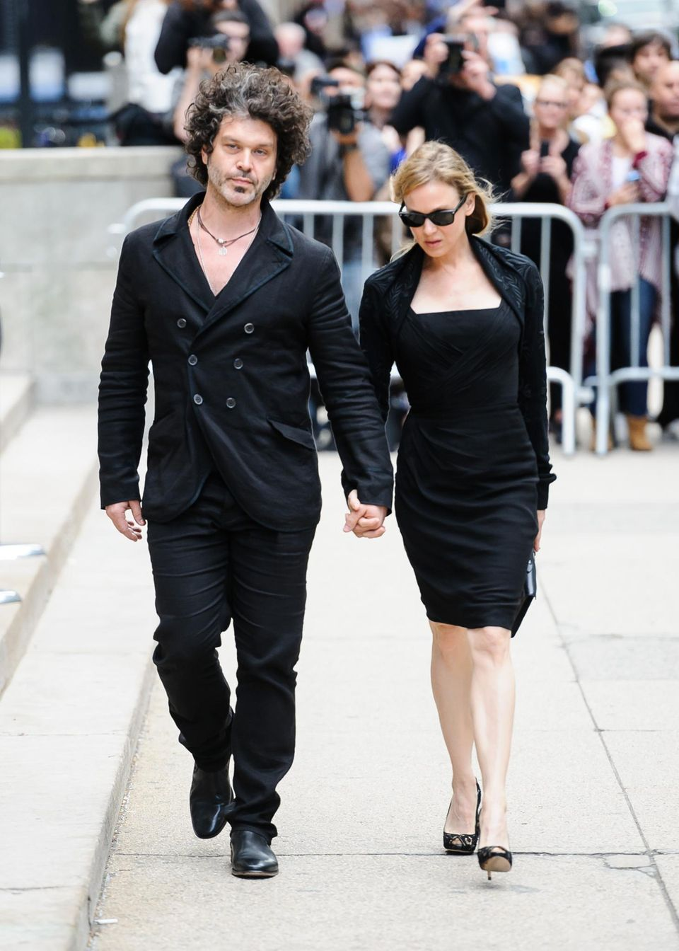 Renee Zellweger bringt ihren Freund Doyle Bramhall II. mit.