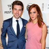 """Emma Watson unterstützt ihren langjährigen guten Freund Roberto Aguire und begleitet ihn zur Premiere des Films """"Boulevard"""", in dem er mitspielt."""