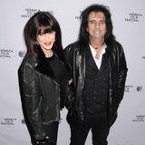 Rockmusiker Alice Cooper kommt mit seiner Frau Sheryl Goddard.