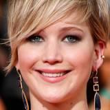 Ein weiteres Mal setzt Jennifer bei ihrem Make-up auf Smokey-Eyes in Kombination mit einem dezenten Lippenstift und frischem Teint.