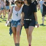 Hilary Duff mit einer Freundin