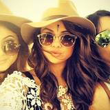 Selena Gomez teilt ein Foto von sich und den Jenner-Schwestern auf Instagram.