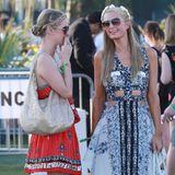 Paris Hilton kommt mit ihrer Schwester Nicky.