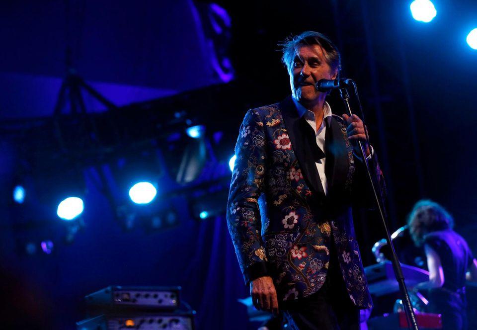 Bryan Ferry hat seinen Auftritt am ersten Abend des Festival-Wochenendes.