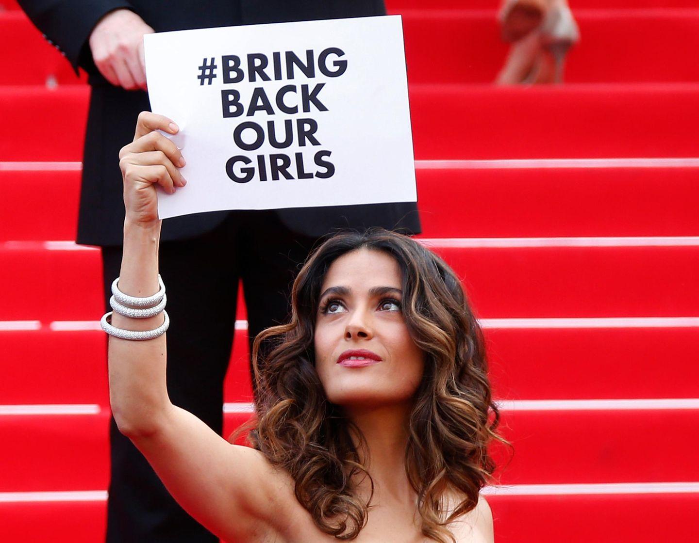 Salma Hayek zeigt Solidarität mit den in Nigeria entführten Mädchen.