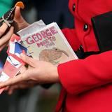 Auch wenn Prinz George bei den Terminen nicht dabei ist, Geschenke bekommt er trotzdem. Ob und wann der kleine Prinz allerdings neuseeländische Kiwis sehen wird, ist noch nicht klar.