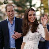 Herzogin Catherine trägt ein weißes Kleid mit Spitze der australischen Designer Nicky und Simone Zimmermann.