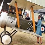 Das Sitzen im Flieger scheint Prinz William allerdings großen Spaß zu machen.