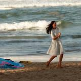 Auch Herzogin Catherine zeigt am Strand ihre Sprintqualitäten - allerdings ohne Rettungsschwimmer-Outfit und in hohen Schuhen.