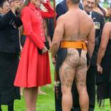 Catherine im Gespräch mit einem Maori