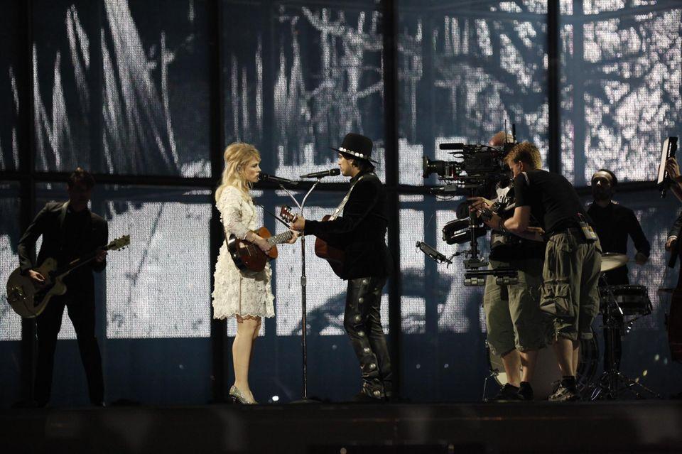 """""""The Common Linnets"""" für die Niederlande  Das Duo """"The Common Linnets"""" besteht aus der Sängerin Ilse DeLange und dem Sänger Waylon. Benannt haben sie sich nach dem Bluthänfling, einer Finkart. Mit """"Calm After the Storm"""" wollen sie den """"ESC 2015"""" in die Niederlande holen."""