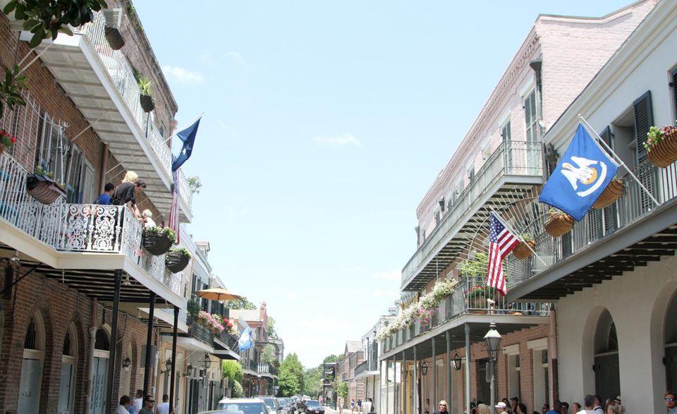 Plötzlich Nachbarn: Matthew McConaughey (links) und Brad Pitt sind am Samstag (17. Mai) in New Orleans in gegenüberliegenden Hotels untergebracht. Noch wissen die Schauspieler allerdings nichts davon.