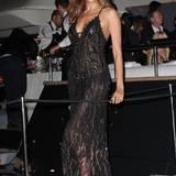 Topmodel Irina Shayk begeistert mit ihrem strahlendem Lächeln und dem sexy Kleid von Gastgeber Roberto Cavalli.