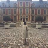 Kylie Jenner macht sich offenbar allein auf den Weg, um die Umgebung des Schlosses aus dem 17. Jahrhundert zu erkunden.