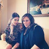 Lorraine Schwartz hat den Schmuck entworfen, den Khloe Kardashian bei Valentinos Party trägt und werbewirksam in die Kamera zeigt, als sie sich mit der Designerin ablichten lässt. Natürlich ist Schwartz auch zur Hochzeit eingeladen.