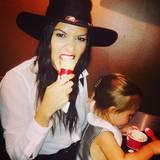 Kaum in Paris angekommen, gibt's für Kourtney Kardashian und Tochter Penelope erstmal ein Eis.