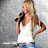 Pamela Anderson moderiert die Veranstaltung.