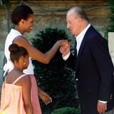 August 2010  Stets ein Gentleman: König Juan Carlos gibt First Lady Michelle Obama bei ihrem Besuch in Palma de Mallorca einen Handkuss.