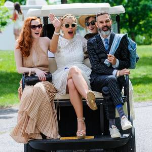 Karen Elson, Busy Philipps, Dakota Johnson und Marc Silverstein