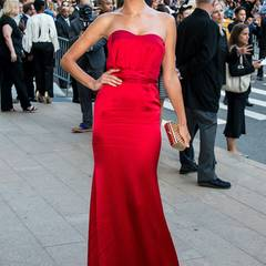 Lady in Red: Alessandra Ambrosio in Nonoo