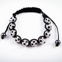 "Glücksbringer auf dem Weg zum Titel: Shamballa-Armband ""Glückstreffer"" von 12te Frau, ca. 16 Euro."