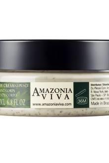 Die Peeling-Körpercreme von Amazonia Viva entfernt dank weißer Tonerde und Maracujasamen überschüssige Hautschüppchen und Unreinheiten, Paranuss-Öl und Cupuaçu-Butter spenden Feuchtigkeit. 150 ml, ca. 24 Euro