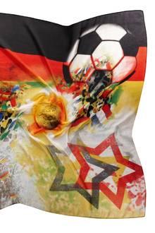 """Sieht als Haarband, Top oder Schal super aus: Das Fan-Tuch """"Deutschland"""" aus der WM-Kollektion von Fraas vereint Fans, Fußball und die Farben der deutschen Flagge. Ca. 26 Euro"""