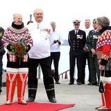 22. Juli 2015: Königin Margrethe und Prinz Henrik von Dänemark besuchen Grönland in nationalen Trachten.