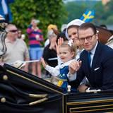 Gemeinsam mit Tochter Estelle fahren Prinzessin Victoria und Ehemann Prinz Daniel zum Freilichtmuseum Skansen.