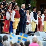 König Carl Gustaf ist zu seinen Untertanen auf die große Bühne gekommen.
