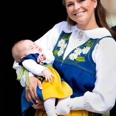 Darauf haben die Schweden gewartet: Prinzessin Madeleine ist zum ersten Mal mit ihrer Tochter Leonore in ihrer Heimat und hat sich dafür den Nationalfeiertag ausgesucht.