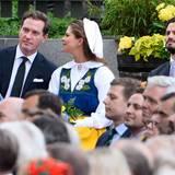 Bei den abendlichen Feierlichkeiten haben Prinzessin Madeleine und ihr Mann Chris O'Neill ihre kleine Tochter nicht mitgebracht. Aber Prinz Carl Philip ist natürlich, genau wie der Rest der königlichen Familie, dabei.