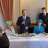 Auf Schloss Benouville empfängt François Hollande die Staatsgäste Gäste zum Mittagessen. Neben dem fränzösischen Staatspräsidenten an der Tafel: Queen Elizabeth und Köngin Margrethe. Rechts neben Dänemarks Königin hat Russland Präsident Putin Platz genommen.