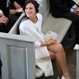 Sofia Hellqvist, die Freundin von Prinz Carl Philip, sitzt in der Kirche zwei Reihen hinter den Taufpaten.