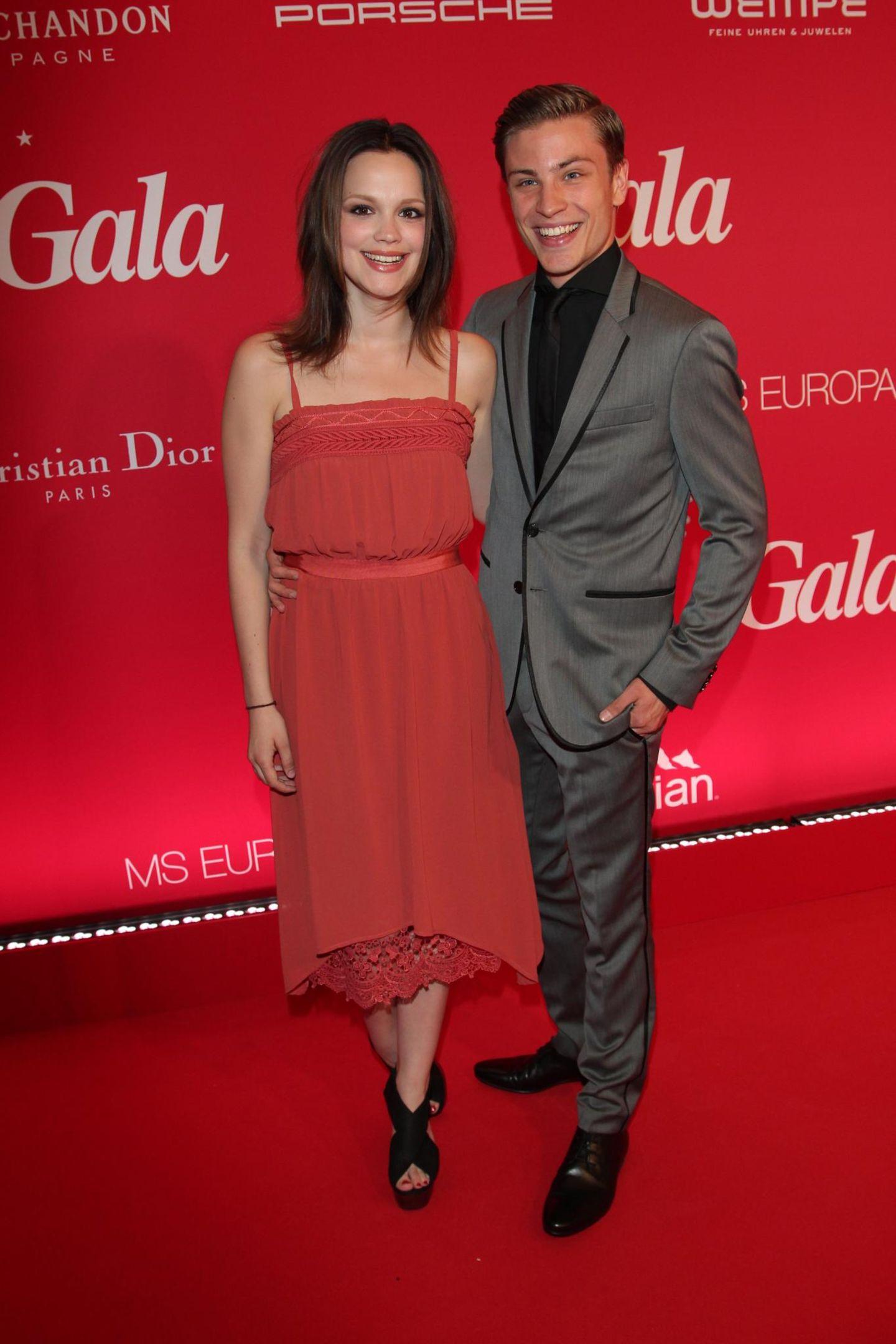 Emilia Schüle and Jannik Schümann