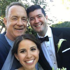 Sieht man auch nicht alle Tage: Tom Hanks joggt durch den New Yorker Central Park und bekommt offenbar Langeweile. Was macht man da als Hollywoodstar? Tom Hanks crasht die Hochzeit von Elizabeth und Ryan und macht den Tag für das frisch vermählte Ehepaar noch unvergesslicher.