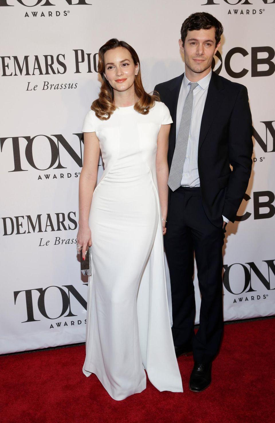 Leighton Meester und Adam Brody zeigen sich erstmals seit ihrer Hochzeit gemeinsam auf einem roten Teppich.