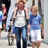Ethan Hawke schlendert am Vatertag mit seinen Kindern Clementine und Levon durch das sonnige Santa Monica.