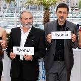 Die türkischen Künstler Melisa Sozen, Haluk Bilginer, Nuri Bilge Ceylan und Demet Akbag setzen ein Statement für die Opfer des Kohleminenunglücks in Soma.