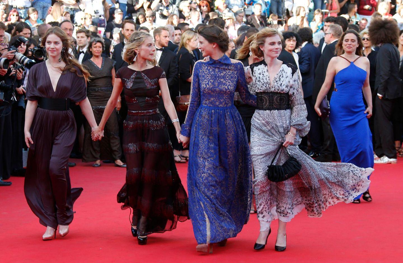 """Auch die Schauspielerinnen Lou de Laage, Melanie Laurent, Josephine Japy, Isabelle Carre und Carole Franck wollen sich """"The Homesman"""" nicht entgehen lassen."""