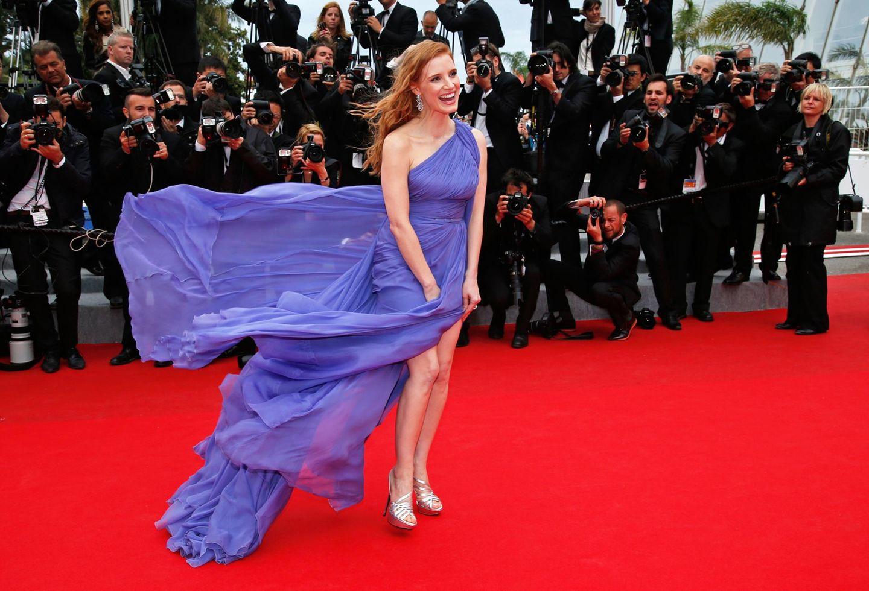 """Am 6. Tag des Filmfestivals ist es windig in Cannes, das bekommt auch Jessica Chastain bei der Premiere von """"Foxcatcher"""" zu spüren."""