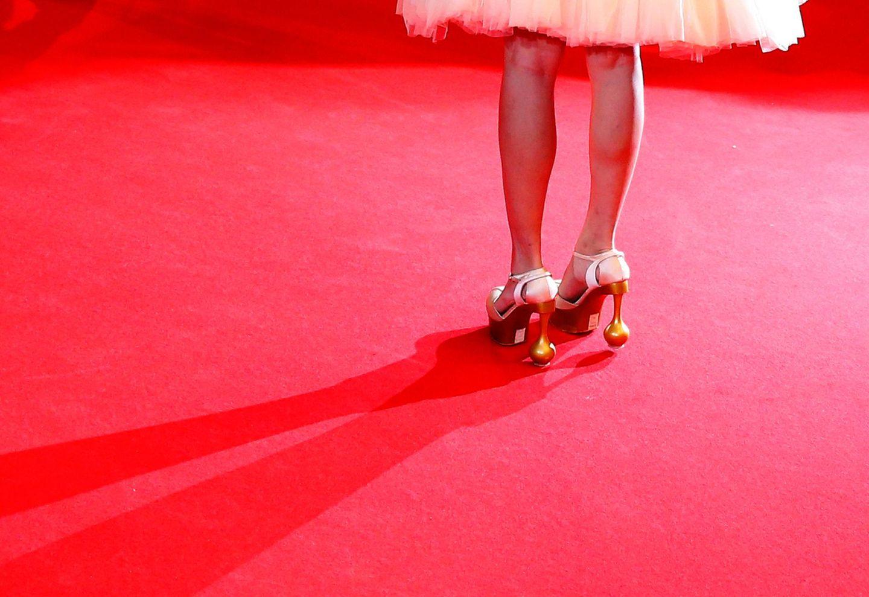 """Jian RenZi trägt bei der Premiere von """"Fantasia"""" ausgefallenes Schuhwerk."""