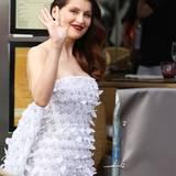 Laetitia Casta macht sich in Cannes auf den Weg zur Eröffnungsfeier.