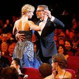"""Während der Eröffnung der Filmfestspiele tanzt Zeremonienmeister Lambert Wilson mit Nicole Kidman, Hauptdarstellerin des Eröffnungsfilms """"Grace of Monaco""""."""