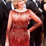 Jane Fonda posiert in einem eleganten roten Glitzer-Kleid für die Fotografen.
